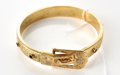 AN ANTIQUE STYLE BUCKLE BANGLE IN SILVER GILT, INNER DIAMETER 60MM, STAMPED MADE IN NZ