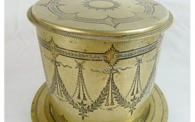 An elegant late Victorian / Edwardian silver plate biscuit b...