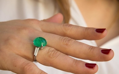 BAGUE EMERAUDE CABOCHON A 8,91 carats emerald, diamond and gold ring.