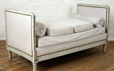 CARVED FRENCH LOUIS XVI STYLE DAY BED C.1920