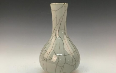 Chiense Ge Ware Bottle Vase, Qianlong Mark