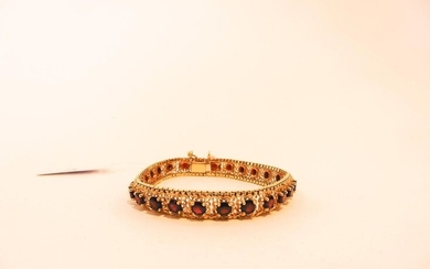 Flexible bracelet in 18 carat yellow gold set with garnets, l. 18 cm, 20 g approx.