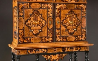 Important cabinet in veneer and Dutch Dutch inlaid walnut, burr walnut, light woods and ivory drawing rectangular or four-lobed storerooms decorated with entablatures garnished with flower and bird vases, surrounded by flowers and foliage. Opens with...
