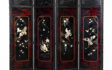 Japanese folding screen of four leaves in lacquered wood, with mother of pearl and bone inlays, 20th Century.