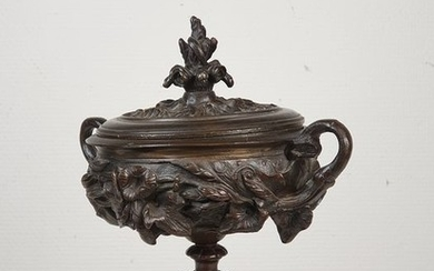 Lidded bronze vase on a marble top - Bronze, Marble - 19th century