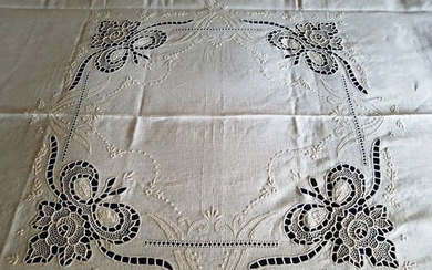 "Museum item: a 100% pure linen bedspread with ""Burano Venezia Nodo D'amore"" embroidery"