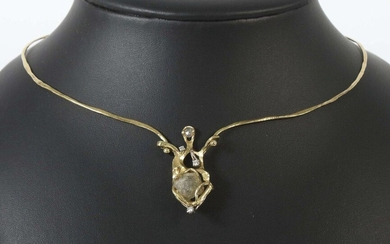 Necklace c. 1984, Juwelier Maar/Radolfzell, yellow gold 750, handcrafted/unique, necklace consisting of 2 curved, rustic forged bars and an organic openworked centrepiece, set with a large rough diamond (ca. 9.2 ct) and 3 diamonds (total ca. 0.12 ct)...
