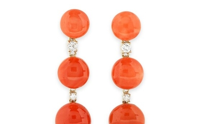 PAIRE DE PENDANTS D'OREILLE CORAIL ET DIAMANTS | PAIR OF CORAL AND DIAMOND PENDENT EARRINGS
