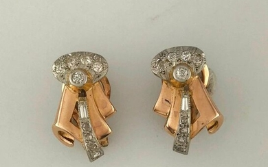 Pair of knotted earrings in gold 750°/°° and platinum set with TA diamonds, circa 1940, clip system in gold 375°/°°°, Gross weight: 7,76g