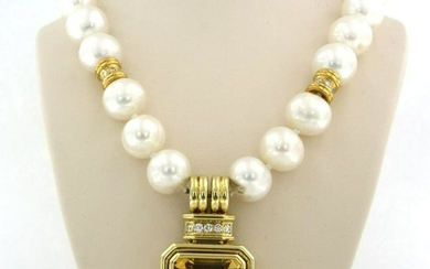 Pearl necklace with 18k gold lock set with citrine and