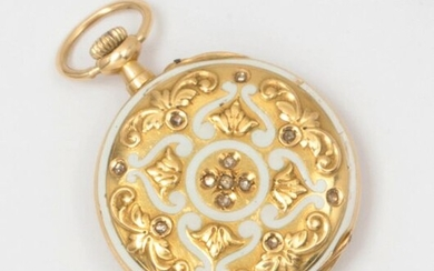 Pocket watch in white enamelled yellow gold, set with rose-cut diamonds, gold dial with Arabic numerals. P. Brut: 18.5g.