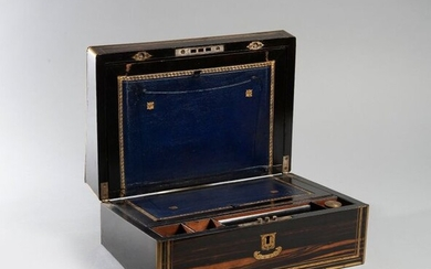 Writing case in rosewood and brass threads, lock...