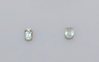 Yellow gold ear chips, 750 MM, each decorated with an oval aquamarine, total 2.62 carats, Alpa system, 8 x 6 mm, weight: 1.95gr. gross.