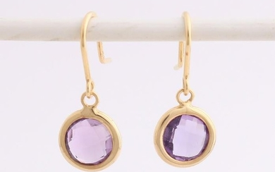 Yellow gold earrings, 750/000, with amethyst. Yellow