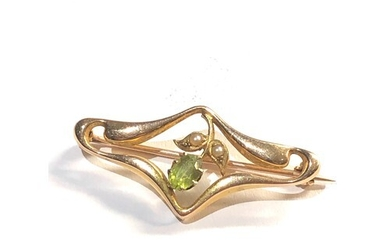 15ct gold Edwardian peridot and seed-pearl brooch measures 3...