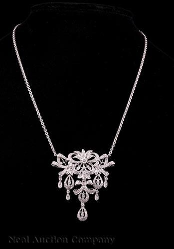 18 kt. White Gold and Diamond Pendant/Brooch