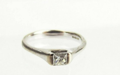 18ct White Gold Diamond Solitaire Ring UK Size M+ US 6