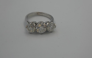 18ct White gold 3 stone substantial diamond ring of 3.22 cts...