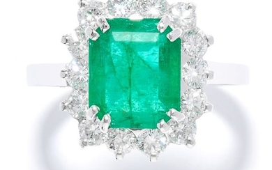 EMERALD AND DIAMOND CLUSTER RING in white gold or