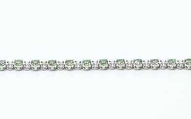 A DEMANTOID GARNET LINE BRACELET IN 18CT WHITE GOLD, COMPRISING THIRTY ONE ROUND BRILLIANT CUT DEMANTOID GARNETS TOTALLING 4.53CTS,...