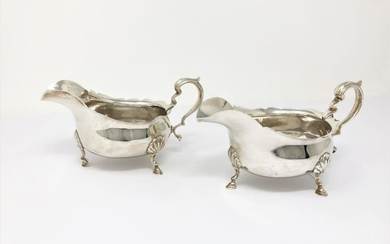 A PAIR OF GEORGE V SILVER SAUCEBOATS, MAKER'S MARK...