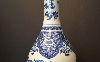 ANTIQUE Chinese Blue and White Flower Vase, Kangxi Period