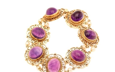 An amethyst and pearl bracelet set with seven amethysts flanked by numerous cultured pearls, mounted in 9k gold. L. 18.5 cm. Birmingham, England.