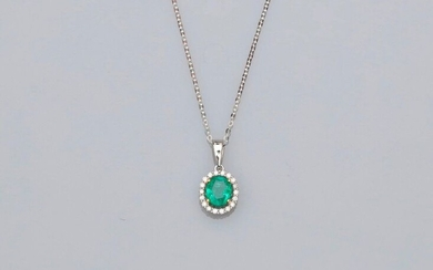 Chain and pendant in white gold, 750 MM, decorated with a pear-cut emerald weighing 0.60 carat in a row of diamonds, length 45 cm, 15 x 8 mm, weight: 1.75gr. rough.