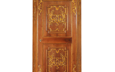 Italian Rococo-style corner cabinet in carved and gilt walnut, 18th Century.