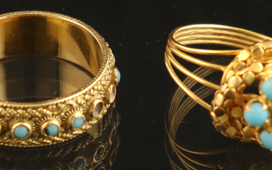 Jewellery gold - Two 18k yellow gold rings, both set with round cabochon turquoises - some missing, 54 & 59 mm