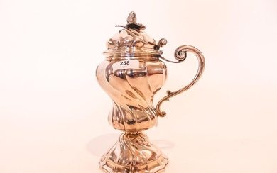 Louis XV style mustard maker in baluster on torsos ribbed pedestal, XIX-XXth, silver, h. 17 cm, 376 g approx. [brought back catch].