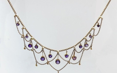 NECKLACE NECKLACE draped in yellow gold, adorned with faceted round amethysts tassels and probably fine pearls. Gross weight 20 g