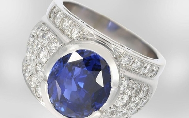 Ring: valuable high-carat sapphire ring with diamonds, total...
