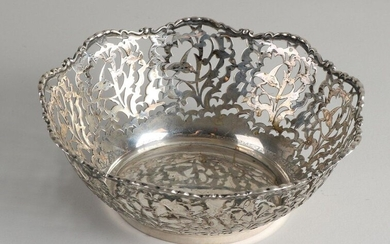 Silver bowl, 800/000, round sawn model with Biedermeier pattern with a scalloped edged edge. ø 18x6cm. approx 189 grams. In good condition