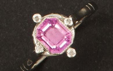 White gold ring, adorned with a pink stone in a pearl setting and edged with rose-cut diamonds. Finger size: 56. P. Rough: 3.1g.