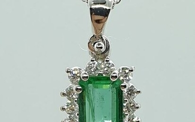 18 kt. White gold - Necklace with pendant - 0.18 ct Emerald - Diamonds