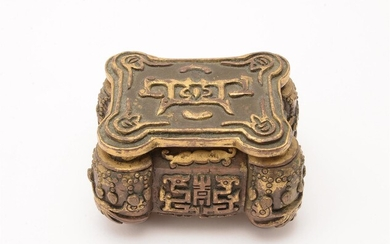A Chinese parcel-gilt bronze incense box with cover