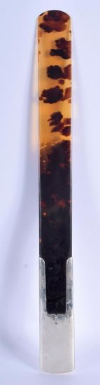 A LARGE ANTIQUE SILVER AND TORTOISESHELL PAGE TURNER.