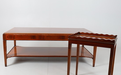 A MODERN REPRODUCTION MAHOGANY AND BOX STRUNG COFFEE TABLE.