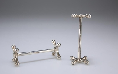 A PAIR OF GEORGE V SILVER KNIFE RESTS, by Harrison