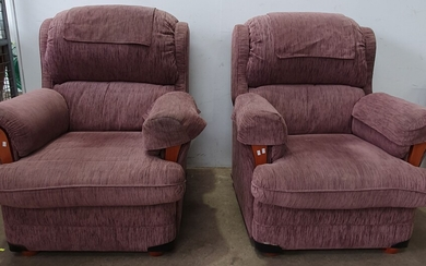 A PAIR OF MODERN WINGBACK LOUNGE CHAIRS