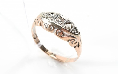 AN ANTIQUE DIAMOND RING IN 9CT GOLD, HALLMARKED