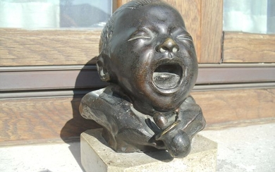 After Bernardo Balestrieri (1884-1965) - Sculpture, baby's head crying - Bronze - Second half 20th century