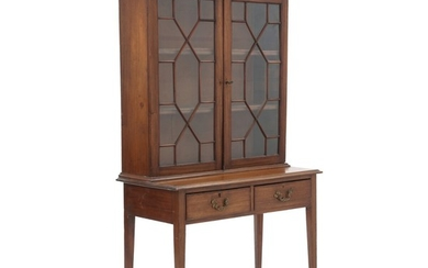 An English mahogany display cabinet. Last half of the 19th century. H. 186 cm. W. 102 cm. D. 48 cm.