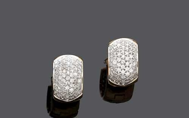 DIAMOND AND GOLD EARRINGS.