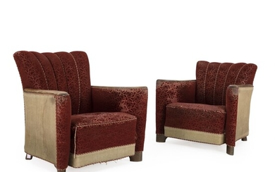 Danish cabinetmaker: A pair of easy chairs of stained beech with curved frame. Upholstered with claret coloured, patterned fabric. (2)