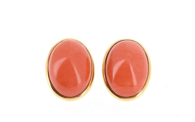 Pair of 18 K (750 °/°°°) yellow gold ear clips set with a coral cabochon Gross