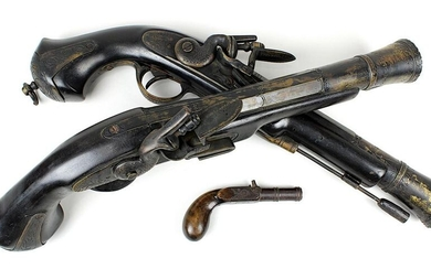 Pair of flintlock tromblons, 20th century replicas, wooden shaft, with brass and iron mountings, each with iron ramrod, funnel-shaped barrel with ornamental brass engraving, grip end also with engraved brass mountings, l: 47,5 cm, additionally terzol...