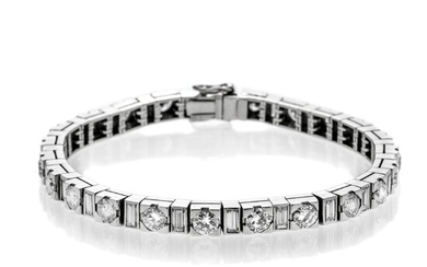 Tennis bracelet in white gold and diamonds