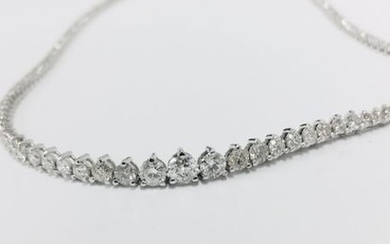 11.75ct Diamond tennis style necklace. 3 claw setting....